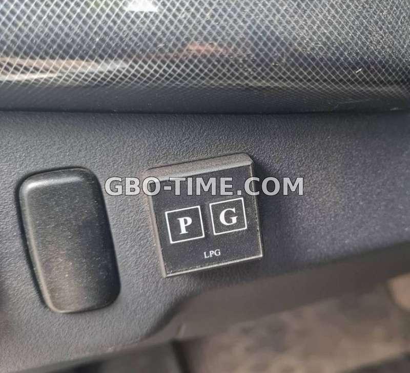 Фото. Кнопка переключения газа напоминает об ТО